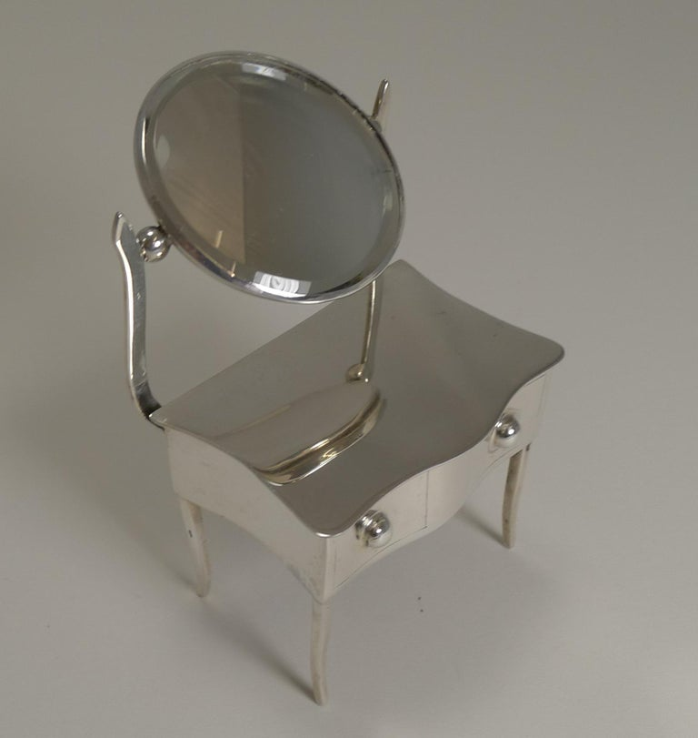 Novelty English Sterling Silver Jewelry / Ring Box by Joseph & Richard Griffin For Sale 2