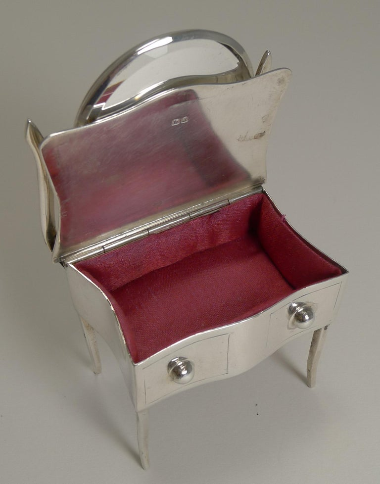 Novelty English Sterling Silver Jewelry / Ring Box by Joseph & Richard Griffin For Sale 3