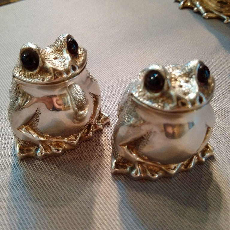 Cast Novelty Sterling Silver Frog Condiment Set by William Comyns, London For Sale