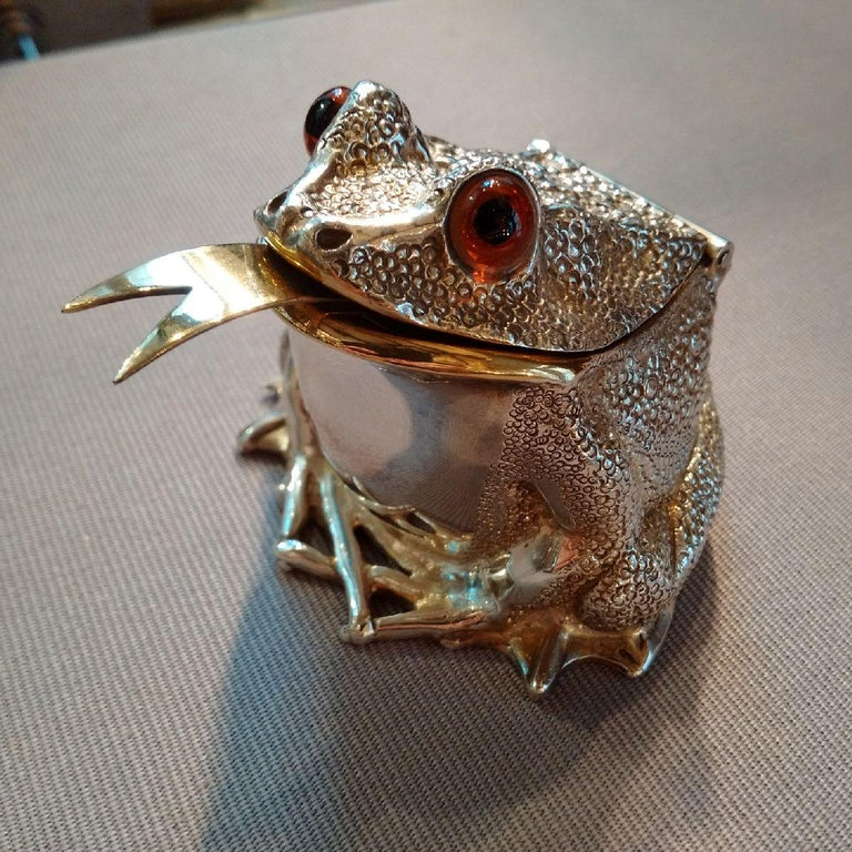 Contemporary Novelty Sterling Silver Frog Condiment Set by William Comyns, London For Sale