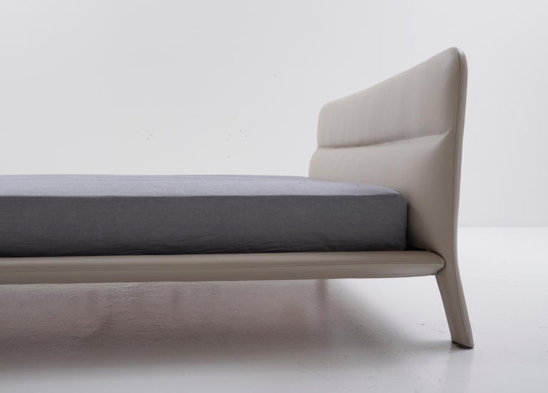 Modern Nube Italia Amos Bed in Taupe and Gray Fabric by Mario Ferrarini For Sale
