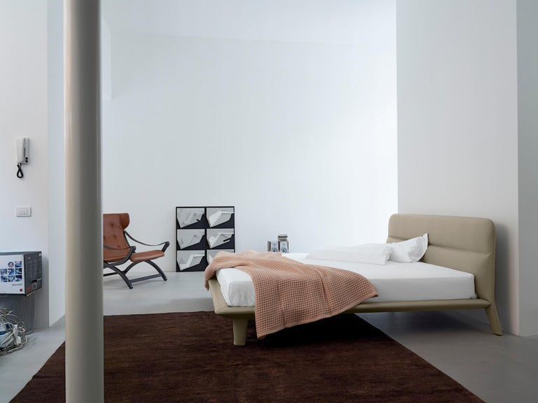 Nube Italia Amos Bed in Taupe and Gray Fabric by Mario Ferrarini In New Condition For Sale In New York, NY