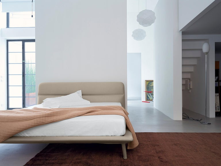 Contemporary Nube Italia Amos Bed in Taupe and Gray Fabric by Mario Ferrarini For Sale