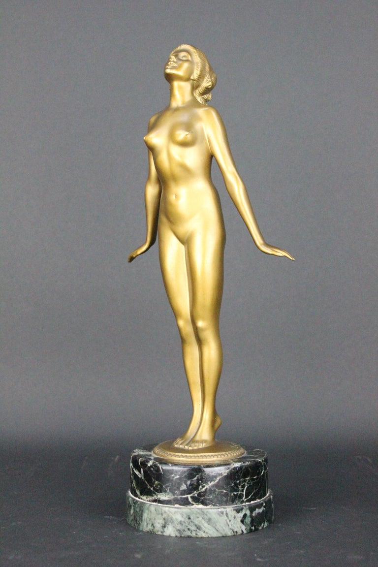 A wonderful Art Deco bronze sculpture by the German sculpture Edmund Meusel (1876-1960).