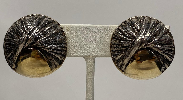 Nurit & Shoshana Abstract Sterling Modernist Button Earrings In Good Condition For Sale In New York, NY