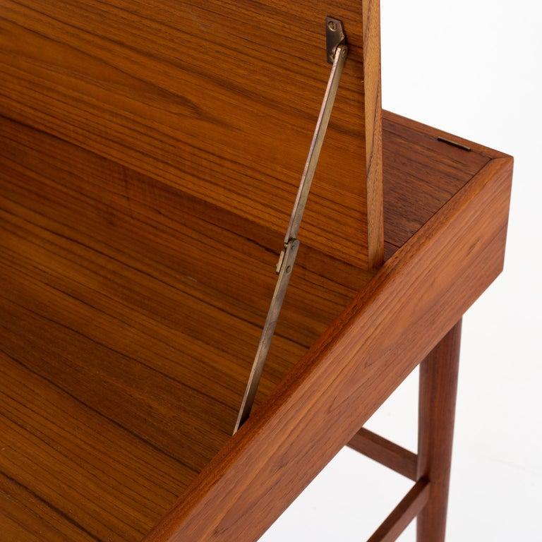 NV 40 Writing Desk in Teak by Finn Juhl For Sale 1