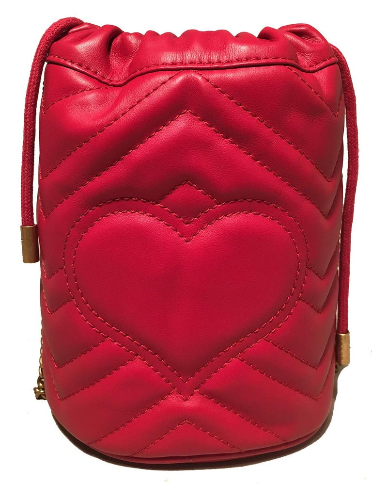 NWOT Gucci GG Marmont Mini Quilted Red Leather Bucket Bag In Excellent Condition For Sale In Philadelphia, PA