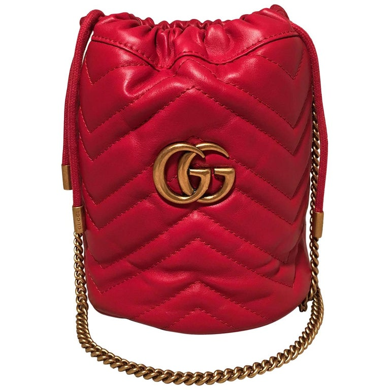 NWOT Gucci GG Marmont Mini Quilted Red Leather Bucket Bag For Sale