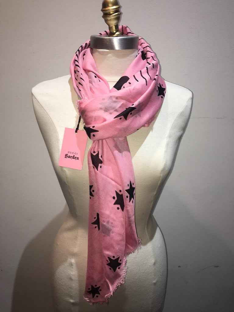 NWT Gucci Garden Eye Large Shawl in Pink In New Condition For Sale In Philadelphia, PA