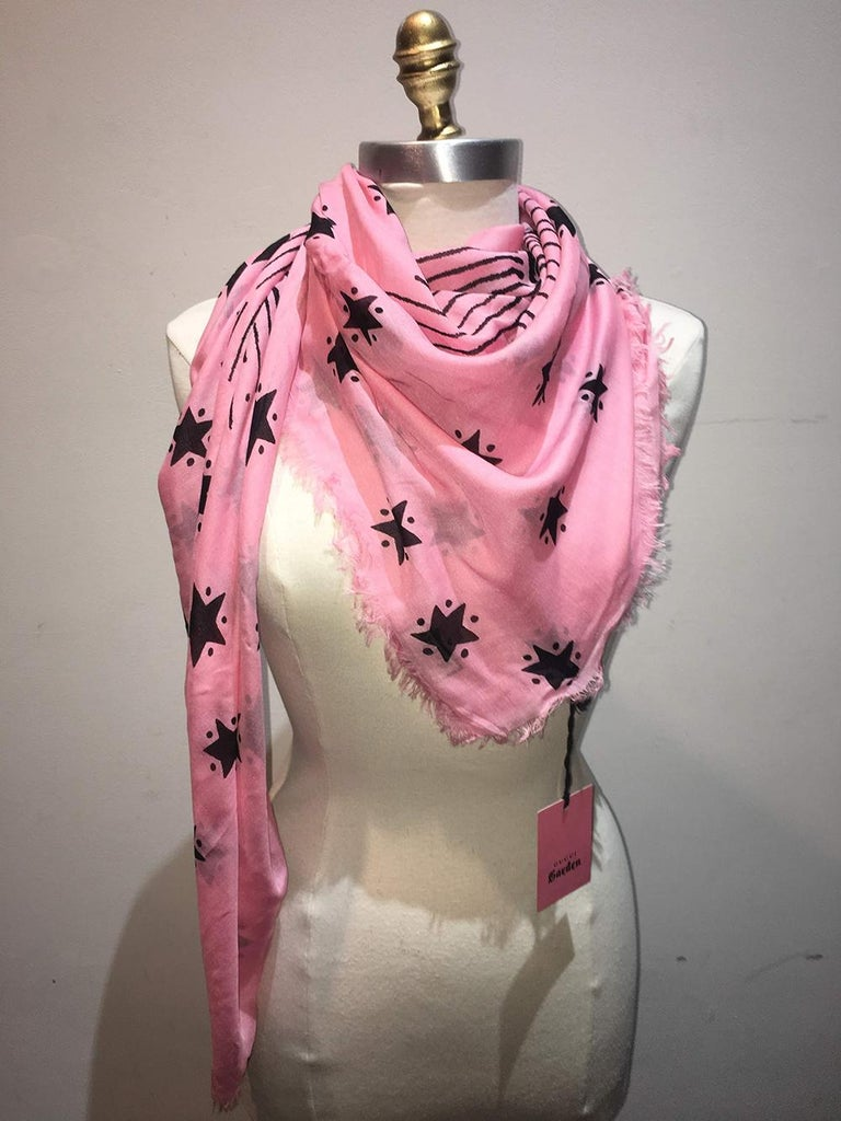 Women's or Men's NWT Gucci Garden Eye Large Shawl in Pink For Sale