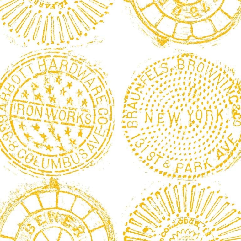 NYC Kanaldeckel Bedruckte Tapete - Gold auf Weiß Kanaldeckel im ...