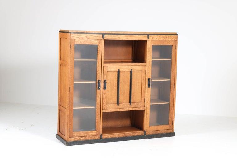 Oak Art Deco Amsterdam School Bookcase, 1920s In Good Condition For Sale In Amsterdam, NL