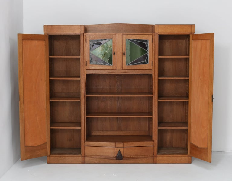 Oak Art Deco Amsterdam School Bookcase with Stained Glass, 1920s In Good Condition For Sale In Amsterdam, NL