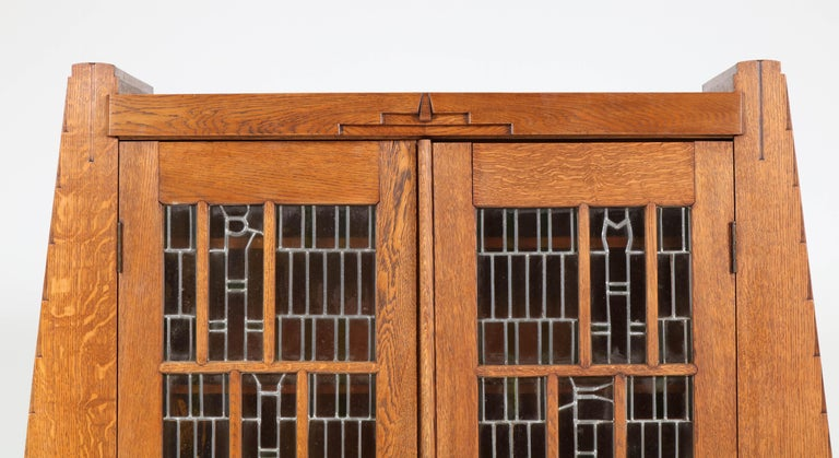 Oak Art Deco Amsterdam School Bookcase with Stained Glass by Hildo Krop, 1918 In Good Condition For Sale In Amsterdam, NL