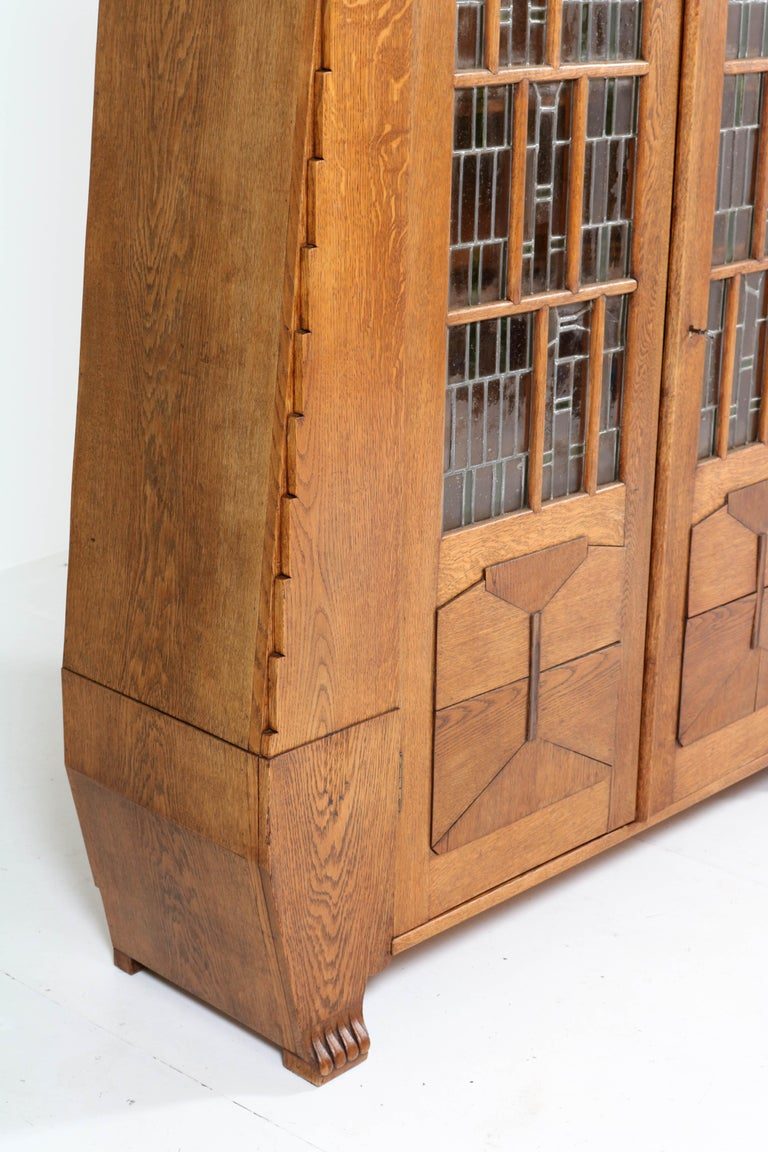 Oak Art Deco Amsterdam School Bookcase with Stained Glass by Hildo Krop, 1918 For Sale 3