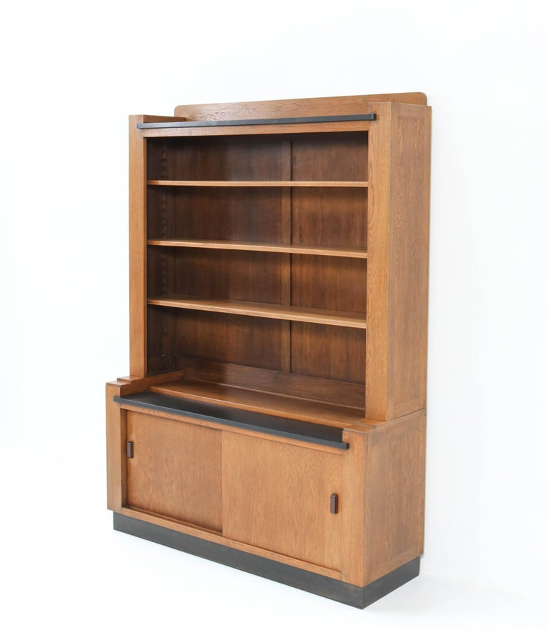 Oak Art Deco Haagse School Bookcase by Cor Alons for L.O.V. Oosterbeek, 1920s In Good Condition For Sale In Amsterdam, NL