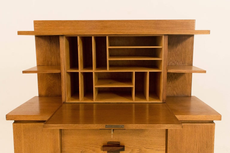 Oak Art Deco Haagse School Bookcase with Drop-Front Desk by P.E.L.Izeren, 1920s In Good Condition For Sale In Amsterdam, NL