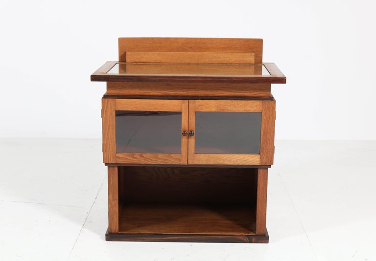 Wonderful Art Deco Haagse School tea cabinet. Design by P.E.L. Izeren for Genneper Molen. Striking Dutch design from the twenties. Solid oak and oak veneer with ebony macassar lining. In good original condition with minor wear consistent with