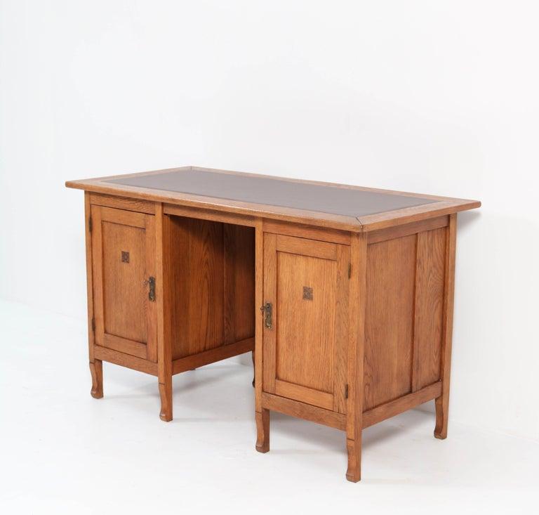 Oak Art Nouveau Arts & Crafts Pedestal Desk, 1900s In Good Condition For Sale In Amsterdam, NL