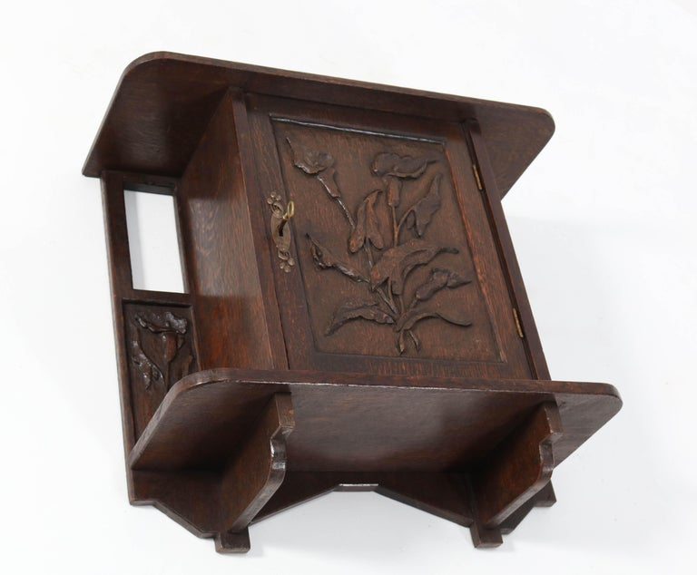 Oak Arts & Crafts Art Nouveau Wall Cabinet with Calla Lilies, 1900s In Good Condition For Sale In Amsterdam, NL