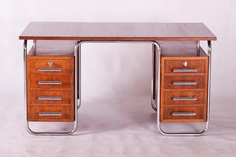 Desk with a frame in tubular chromed steel. Manufactured by Thonet, Germany, in the 1930s. Designer: Marcel Breuer Very good original condition with original varnish. Tubular steel with original chrome plating and patina. Fully