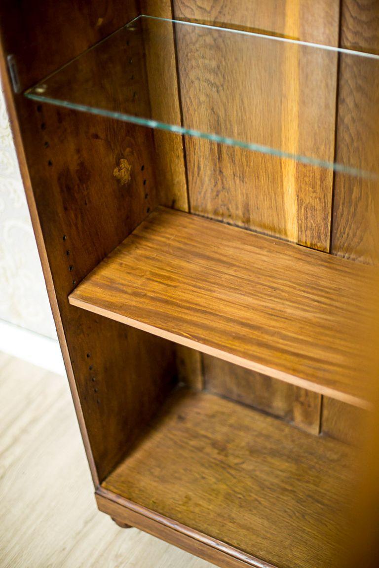 Oak Bookcase from the Interwar Period For Sale 4