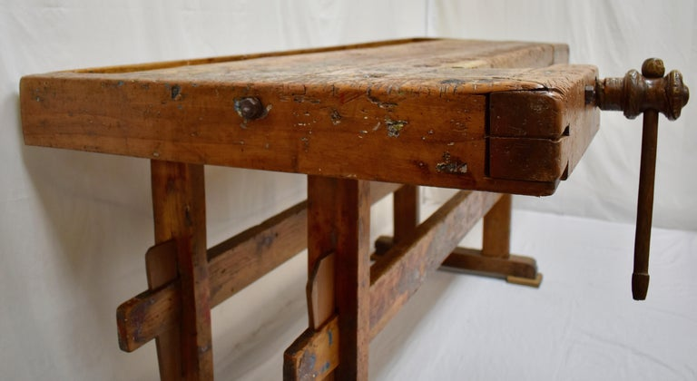 Oak Carpenter's and Joiner's Work Bench In Good Condition For Sale In Kensington, MD