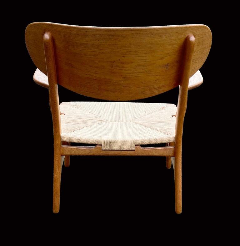 Oak CH22 Lounge Chair by Hans J. Wegner for Carl Hansen In Good Condition For Sale In Little Burstead, Essex