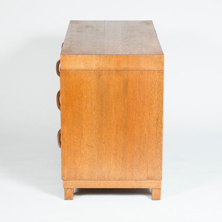 Oak chest of drawers  In Good Condition For Sale In London, GB