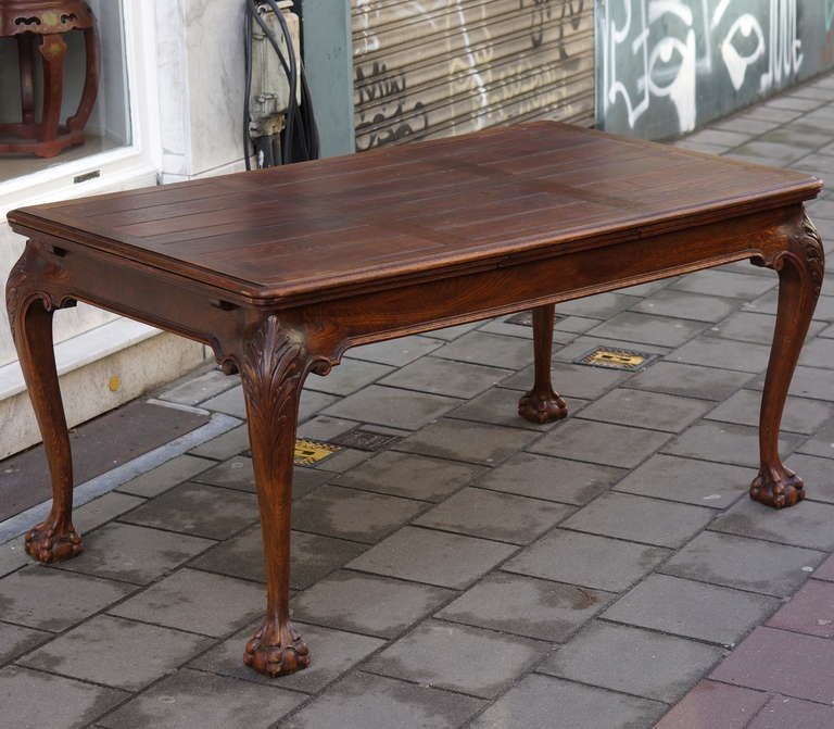 Oak Chippendale Style Extending Dining Room Table In Good Condition For Sale In Antwerp, BE