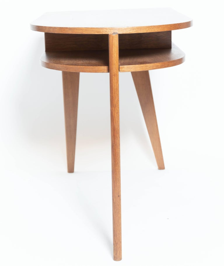 Oak Desk with Three Legs, in the Manner of Jean Prouve, France In Good Condition For Sale In East Hampton, NY
