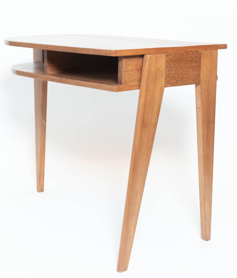 Oak Desk with Three Legs, in the Manner of Jean Prouve, France For Sale 2