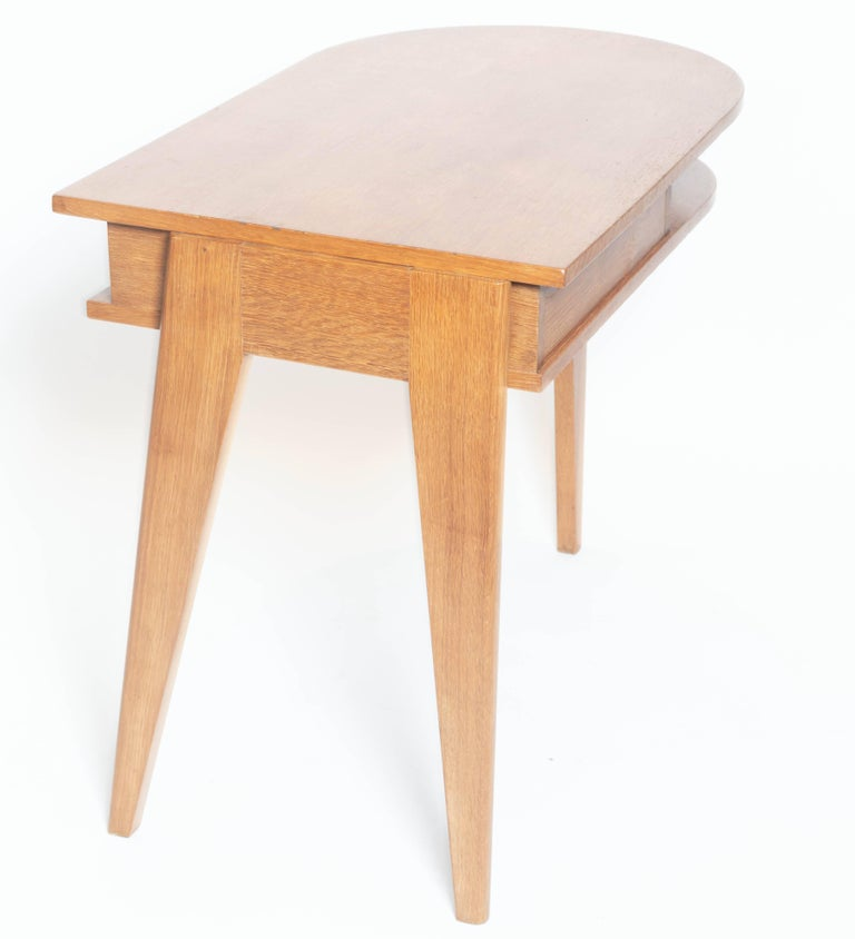 Oak Desk with Three Legs, in the Manner of Jean Prouve, France For Sale 3