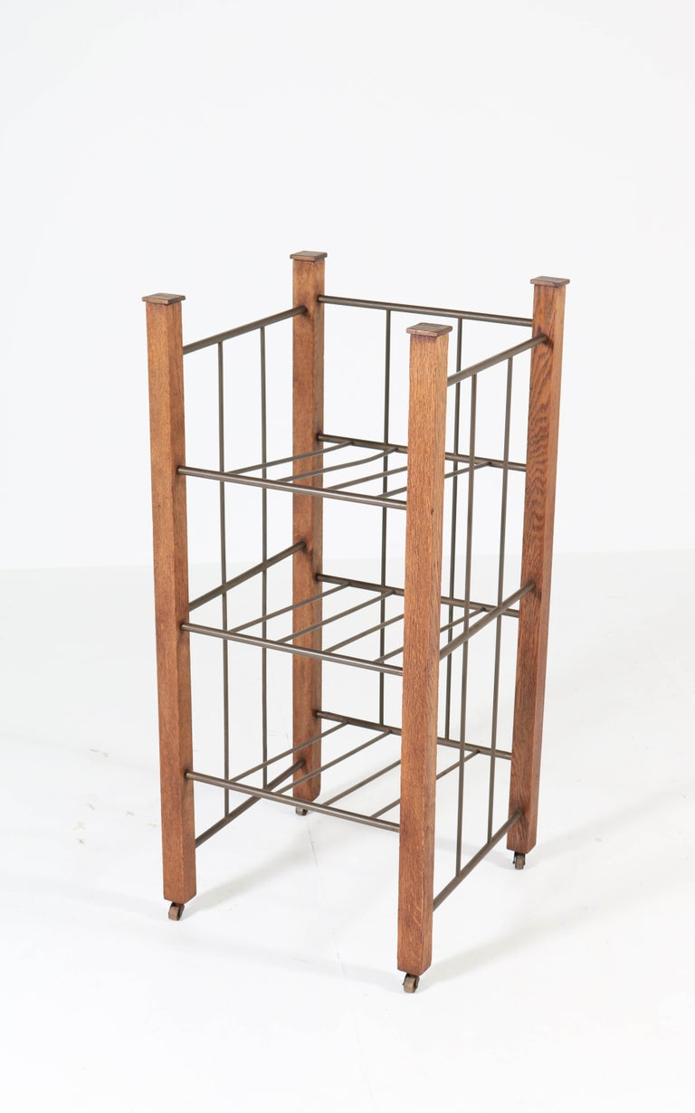 Oak Dutch Art Deco Haagse School Magazine Stand, 1920s In Good Condition For Sale In Amsterdam, NL