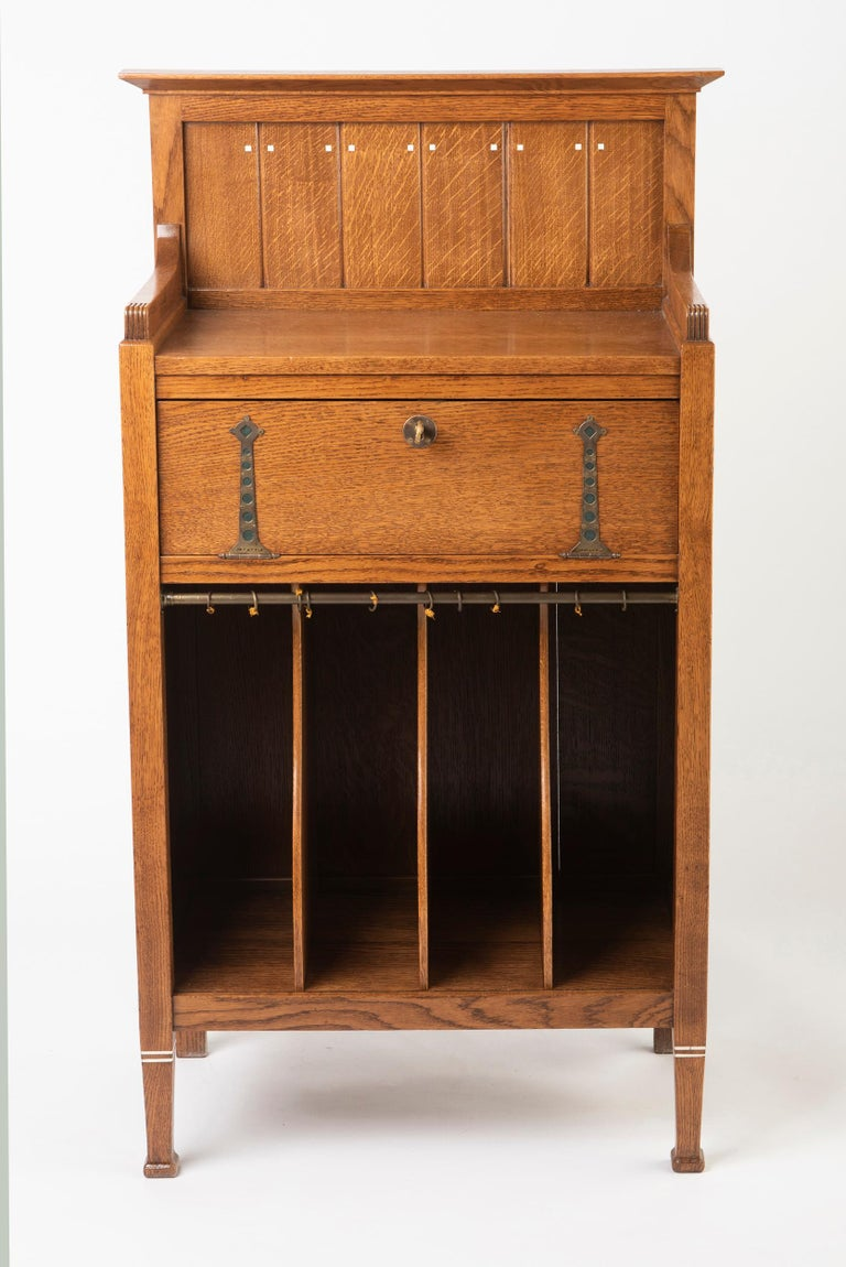 Oak Dutch Secessionist Music Cabinet, Holland, circa 1900 In Good Condition For Sale In Macclesfield, Cheshire