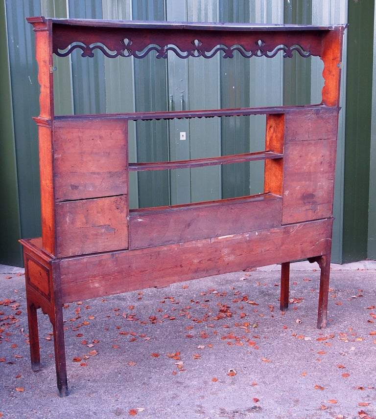 Oak English 18th Century Georgian Antique Dresser with Rack For Sale 7