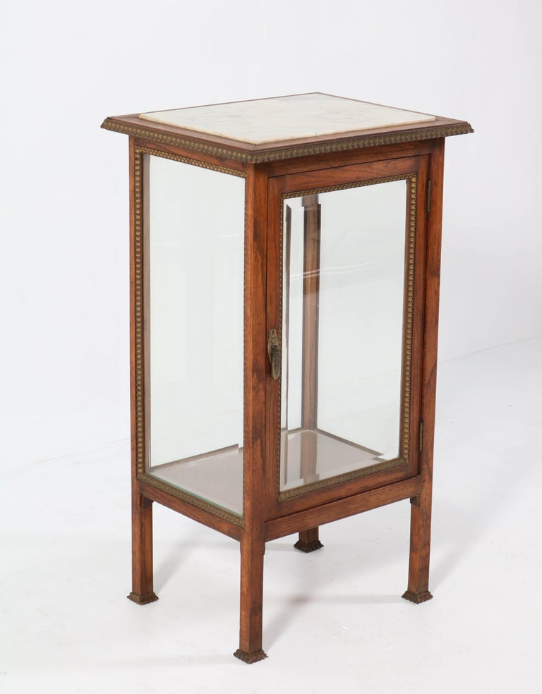 Oak French Art Deco Display Cabinet with Beveled Glass, 1930s For Sale 1