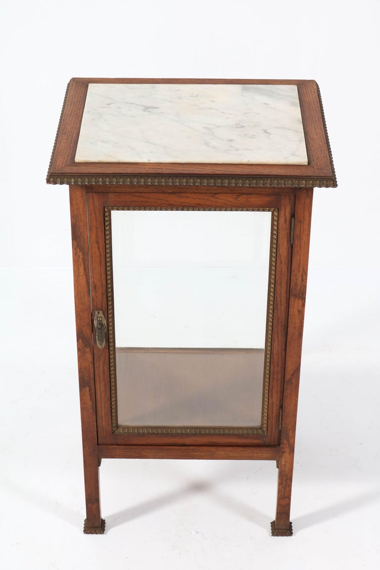 Oak French Art Deco Display Cabinet with Beveled Glass, 1930s For Sale 2