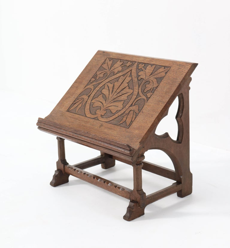Oak Gothic Revival Lectern or Book Stand, 1900s In Good Condition For Sale In Amsterdam, NL