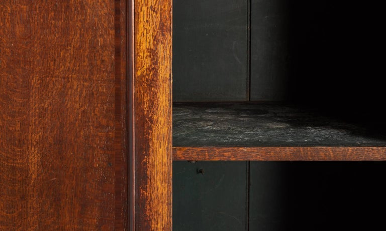 Oak Housekeepers Cupboard, circa 1790 In Excellent Condition For Sale In Culver City, CA