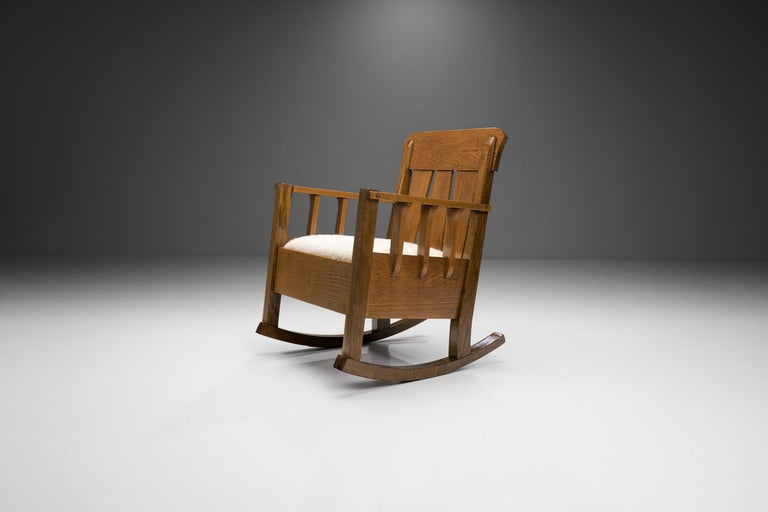 """Oak """"Jugend"""" Rocking Chair, Europe, circa 1920s In Good Condition For Sale In Utrecht, NL"""