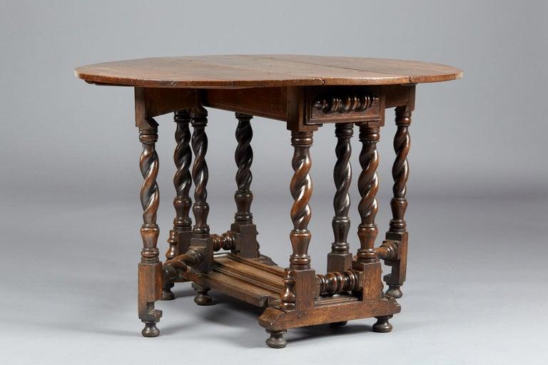 Oak Platform Base Gate Leg Dining Table, Charles II / William & Mary, circa 1680 For Sale 4