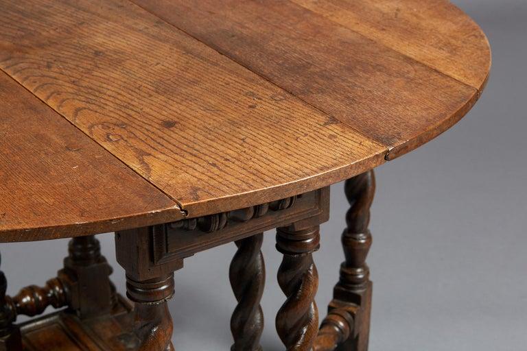 British Oak Platform Base Gate Leg Dining Table, Charles II / William & Mary, circa 1680 For Sale