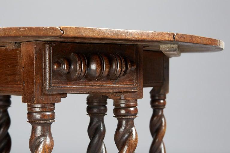 Turned Oak Platform Base Gate Leg Dining Table, Charles II / William & Mary, circa 1680 For Sale