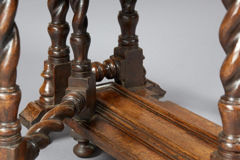 Oak Platform Base Gate Leg Dining Table, Charles II / William & Mary, circa 1680 In Good Condition For Sale In Matlock, Derbyshire