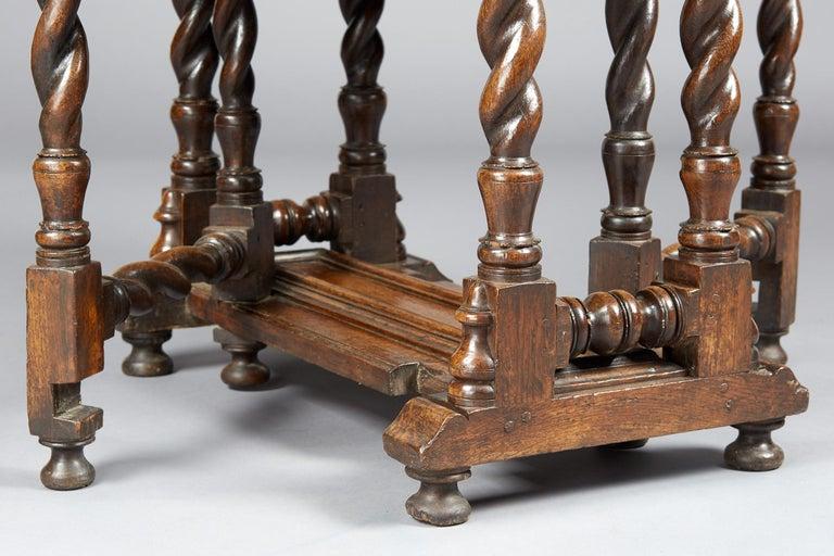 Oak Platform Base Gate Leg Dining Table, Charles II / William & Mary, circa 1680 For Sale 1