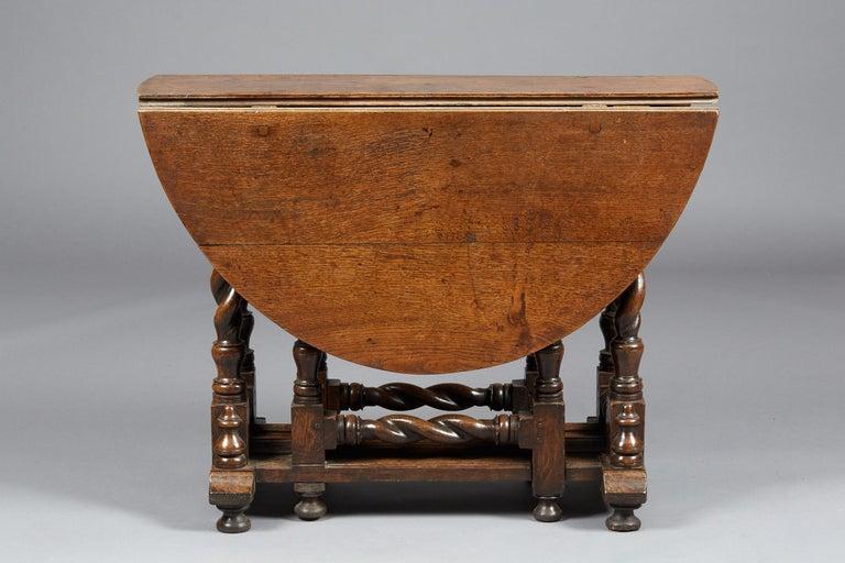 Oak Platform Base Gate Leg Dining Table, Charles II / William & Mary, circa 1680 For Sale 2