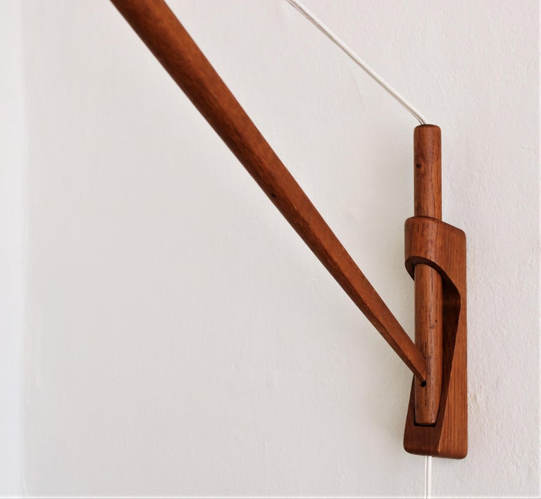 Mid-20th Century Oak Wall Lamp from Louis Poulsen with Le Klint Shade, Danish Modern, 1950s For Sale