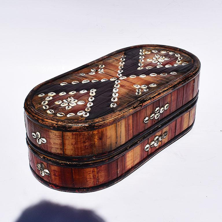 20th Century Oblong Tribal Sea Shell Box with Removable Top and Geometric Design For Sale