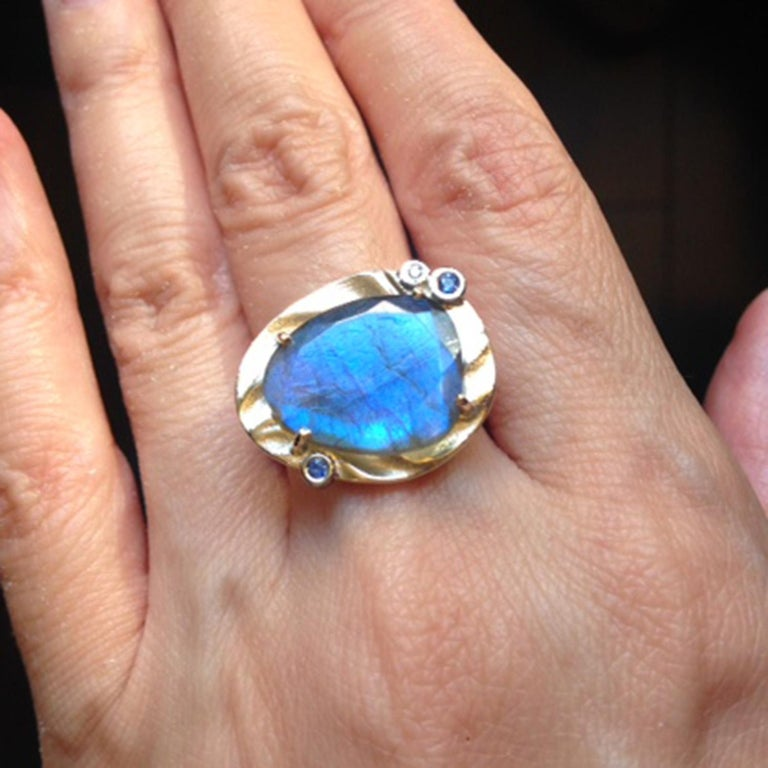 Contemporary Ocean Dream Ring with Labradorite and 14 Karat Yellow Gold For Sale